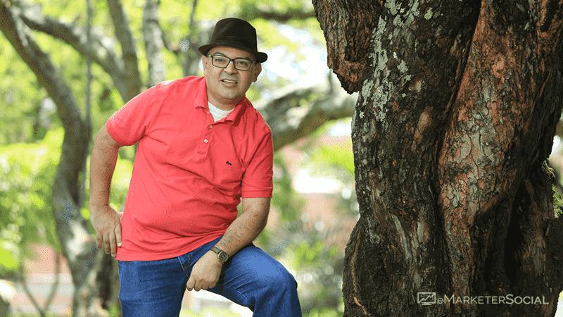 Álvaro Cardona en el bosque