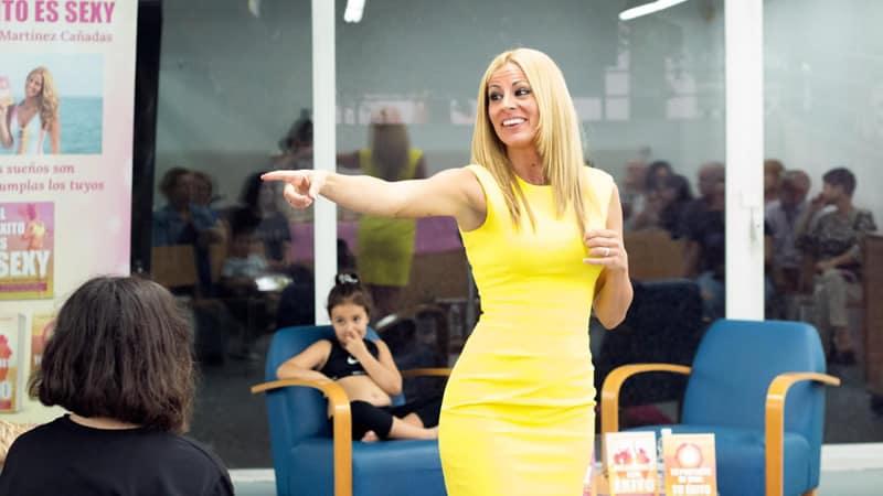 Vanessa Martínez Cañadas dando una formación presencial